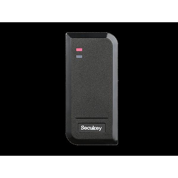 Влагозащитен самостоятелен чeтец за контрол на достъп (IP66). Капацитет до 2000 потребителя, 125KHz EM карти.